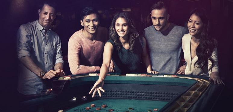 joueurs de craps au casino